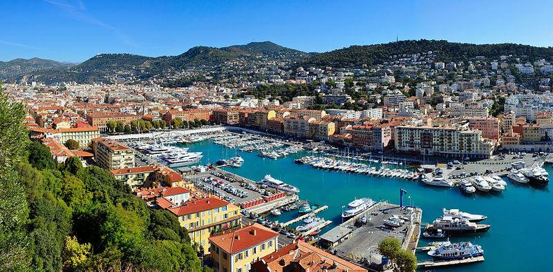 Этот популярный город расположился на южном побережье Французского государства. Он является одним из главных и любимых курортов этой страны.